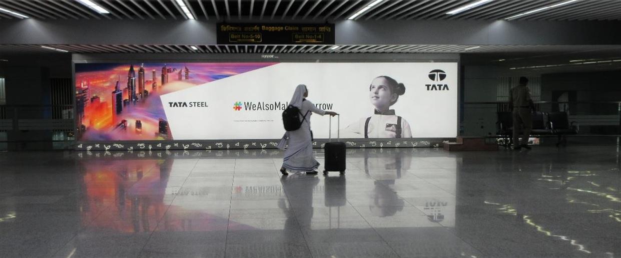 Wall Branding - Arrival Area, Aero Bridge Walkway - 30 W x 6 H Ft