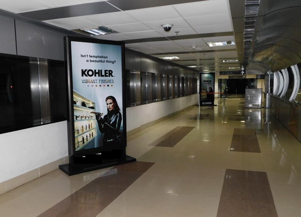 Arrival corridor - 3 x 6 ft - Standee
