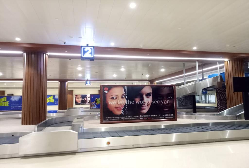Baggage Claim Area - 10 W x 5 H Ft